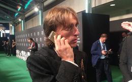Mặc kệ XS Max, Modric giành giải Cầu thủ xuất sắc nhất năm của FIFA vẫn dùng iPhone 5S