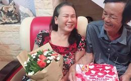 Khoảnh khắc lãng mạn đầy ngưỡng mộ của đôi vợ chồng già kết hôn 41 năm vẫn tình cảm như buổi ban đầu