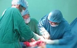 """BS """"phát hoảng"""" vì chưa cắt xong khối u này cho bệnh nhân đã xuất hiện khối u khác"""