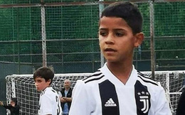 """Trong khi bố vẫn """"tịt ngòi"""", con trai Ronaldo đã kịp lập hẳn một cú poker"""