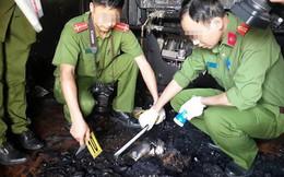 Phá cửa căn nhà cháy, phát hiện thi thể nam trong thùng kim loại, xung quanh có mùi xăng