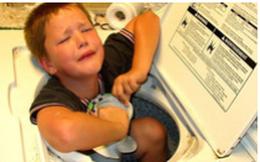Nguy hiểm tiềm tàng từ chiếc máy giặt nhà nào cũng có và tai nạn đáng báo động của cậu bé 3 tuổi