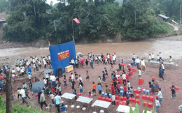 Lễ khai giảng bên bờ suối được tổ chức 3 năm nay