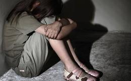 Người đàn ông 44 tuổi đe dọa và hiếp dâm bé gái