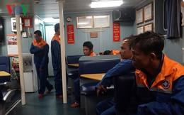 Vượt sóng dữ cứu 8 thuyền viên tàu ĐNa 90397 TS gặp nạn trên biển