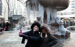"""Hành động """"lạ"""" của người Mỹ trong trận bão tuyết lịch sử"""