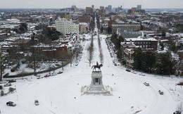 Một cơn bão tuyết kinh hoàng đi qua để lại nhiều vùng nước Mỹ chìm trong tuyết trắng, tinh khôi và lạnh lẽo