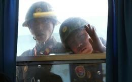 """Chuyện lạ ở Bàn Môn Điếm: """"Rèm tự hé"""", lính HQ nắm tay nhau và lệnh cấm quần jean rách"""