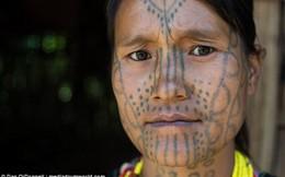 Kỳ lạ bộ tộc phụ nữ xăm hình lên mặt để… xấu bớt đi và không bị bắt cóc