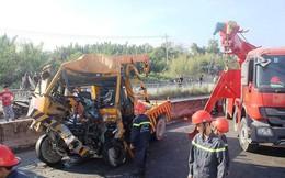 Xe cứu hộ 'bẹp dúm' trên cầu Phú Mỹ, 3 người tử vong