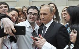 """Bỏ phiếu - chụp ảnh - nhận iPhone: """"Độc chiêu"""" để Kremlin vận động cử tri đi bầu cử"""