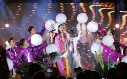 Phi Nhung khiến hàng ngàn khán giả thích thú khi hát nhạc remix