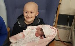 Người anh 9 tuổi bị ung thư quấn quýt bên em gái mới sinh khiến hàng triệu người xúc động