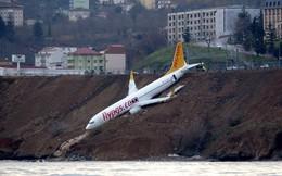 """24h qua ảnh: Máy bay chở khách """"treo mình"""" trên vách đá ở Thổ Nhĩ Kỳ"""