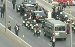 Cận cảnh xe chở Giáo hoàng bị xịt lốp tại Peru