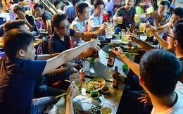 Người Việt ngày càng uống nhiều bia: Doanh nghiệp càng mừng, ngành y tế càng lo