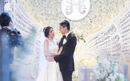 """Đám cưới """"có 1-0-2"""" sang chảnh hết nấc: Sân khấu lộng lẫy, khách mời đa quốc gia, hoa tươi nhập khẩu tinh tế"""