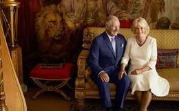 """Bà Camilla tiếp tục bị ghét khi chụp ảnh tình tứ, gương vỡ lại lành với chồng, """"bắt chước"""" con dâu Meghan"""