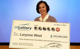 Mua vé số khi đang đứng đợi pizza, một phụ nữ 51 tuổi trúng gần 8.000 tỷ đồng
