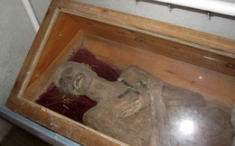 Bí ẩn xác người đàn ông bị chôn gần 300 năm vẫn nguyên vẹn