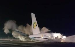 """Đang bay gặp sự cố, máy bay Boeing khẩn cấp hạ cánh """"cứng"""""""