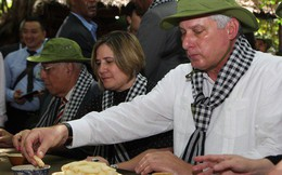 Chủ tịch Cuba thưởng thức khoai mì tại địa đạo Củ Chi