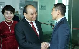 Thủ tướng Nguyễn Xuân Phúc đến Singapore, bắt đầu chuyến tham dự Hội nghị Cấp cao ASEAN 33