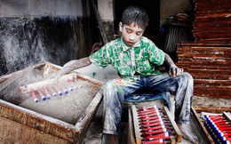 """Ảnh: Câu chuyện đau lòng về những đứa trẻ phải """"bán"""" tuổi thơ ở Bangladesh"""