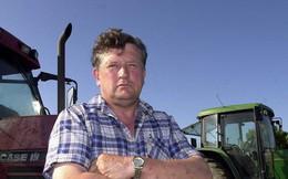 Chỉ vì một phút sơ sẩy, tỷ phú nông dân bị chó cưng lái máy kéo tông chết