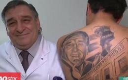 Bệnh nhân xăm hình bác sĩ cứu mình khỏi ung thư lên lưng