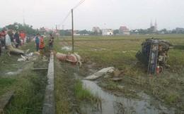 """Hà Tĩnh: Xe tải mất lái """"bay"""" xuống ruộng, 3 người bị thương nặng"""