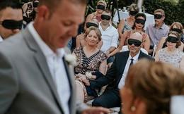 Quan khách dự đám cưới đồng loạt đeo bịt mắt, lý do khiến ai cũng xúc động