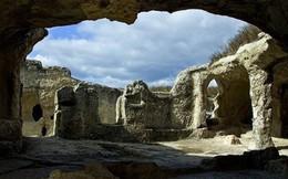 Eski Kermen - thị trấn trong động đá vôi kỳ lạ và cổ xưa bậc nhất thế giới