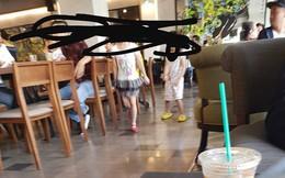 Chỉ với bức ảnh này, MXH đã nổ ra cuộc tranh cãi gay gắt: Trẻ con hiếu động nơi công cộng, bình thường hay hư?