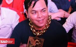 Đại gia đeo 13 ký vàng trị giá 13 tỷ ra phố đi bộ, ngồi đất cổ vũ cho đội tuyển Việt Nam trước Philippines