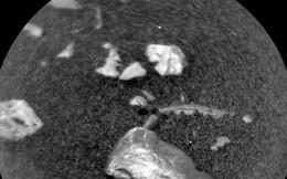 Giới khoa học ngỡ ngàng trước vật thể sáng bóng bí ẩn trên sao Hỏa