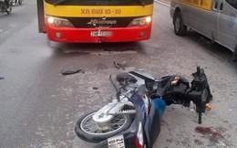 Xe máy phóng ngược chiều tông vỡ kính xe buýt, nam thanh niên thiệt mạng ở Hà Nội