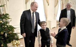 Ông Putin làm tài xế, giúp cậu bé xương thủy tinh thực hiện giấc mơ