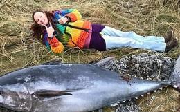 Xác cá ngừ khổng lồ gần 2 m trôi dạt bờ biển Scotland sau bão lớn