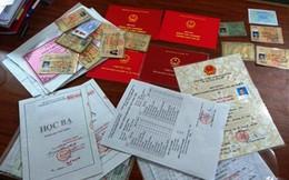 Bắt nhóm làm giả hàng trăm loại giấy tờ, từ học bạ đến bằng lái xe