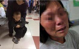 Cháu trai 3 tuổi bị mù và mất khả năng đi lại, bà ngoại òa khóc khi biết nguyên nhân là do chính mình