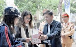 Bộ trưởng Giao thông ra đường tuyên truyền luật