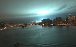 Bầu trời New York sáng lòa màu xanh kỳ lạ sau một vụ nổ