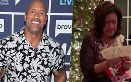 """Bù đắp quá khứ nghèo khó của mẹ, Dwayne Johnson tặng món quà Giáng Sinh """"khủng"""" tới mức làm bà phát khóc!"""