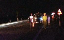 Truy tìm chiếc xe con màu trắng bỏ trốn sau khi đâm 2 cụ bà thương vong trên quốc lộ