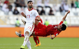 Va chạm với cầu thủ Iran, tiền vệ Đức Huy bị mất trí nhớ tạm thời