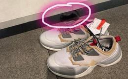 Đang thử giày ngoài cửa hàng, cô gái 'hết hồn vía' khi phát hiện thứ này bên trong