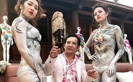 Hình ảnh Quang Tèo ngồi giữa 2 người mẫu body painting gây tranh cãi