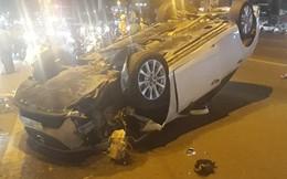 Ô tô lộn nhào trên đường ở Sài Gòn, tài xế nghi say xỉn chống đối công an