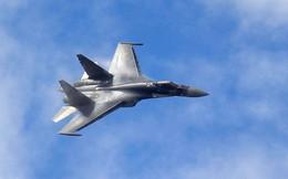 Truyền thông Nga: Tiêm kích F/A-18 Mỹ vừa bị khóa chặt ngay trước họng súng của Su-35